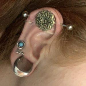 piercing de orelha transversal florinda, para furos industrial.